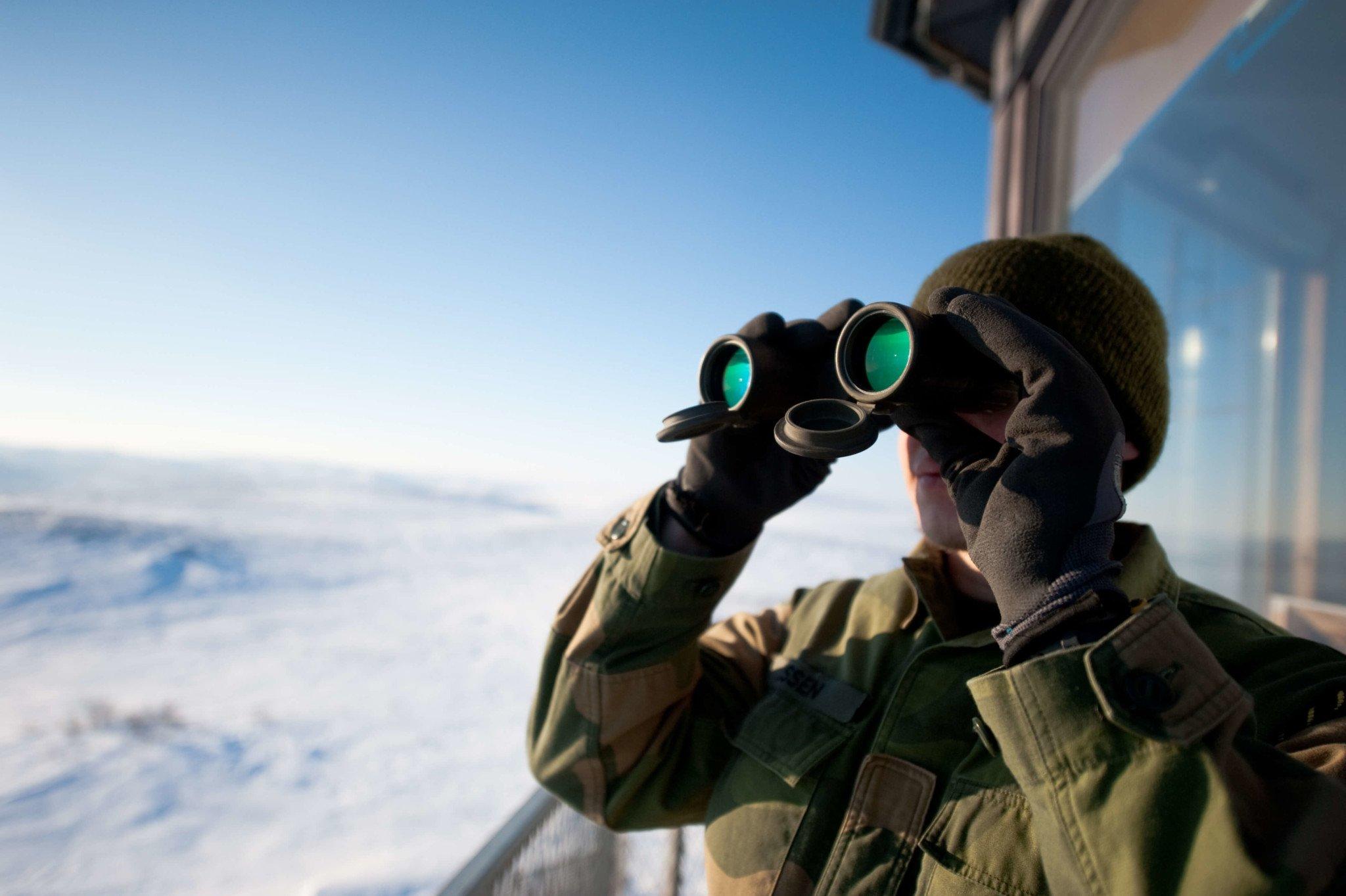 Garnisonen_i_Sør-Varanger_binoculars (1)